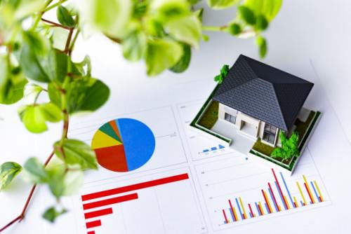 家の模型とグラフ